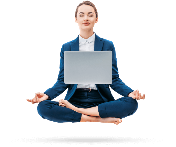 Девушка с ноутбуком медитирует
